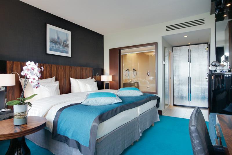 kaldewei radisson blu hamburg badrenovierung im. Black Bedroom Furniture Sets. Home Design Ideas