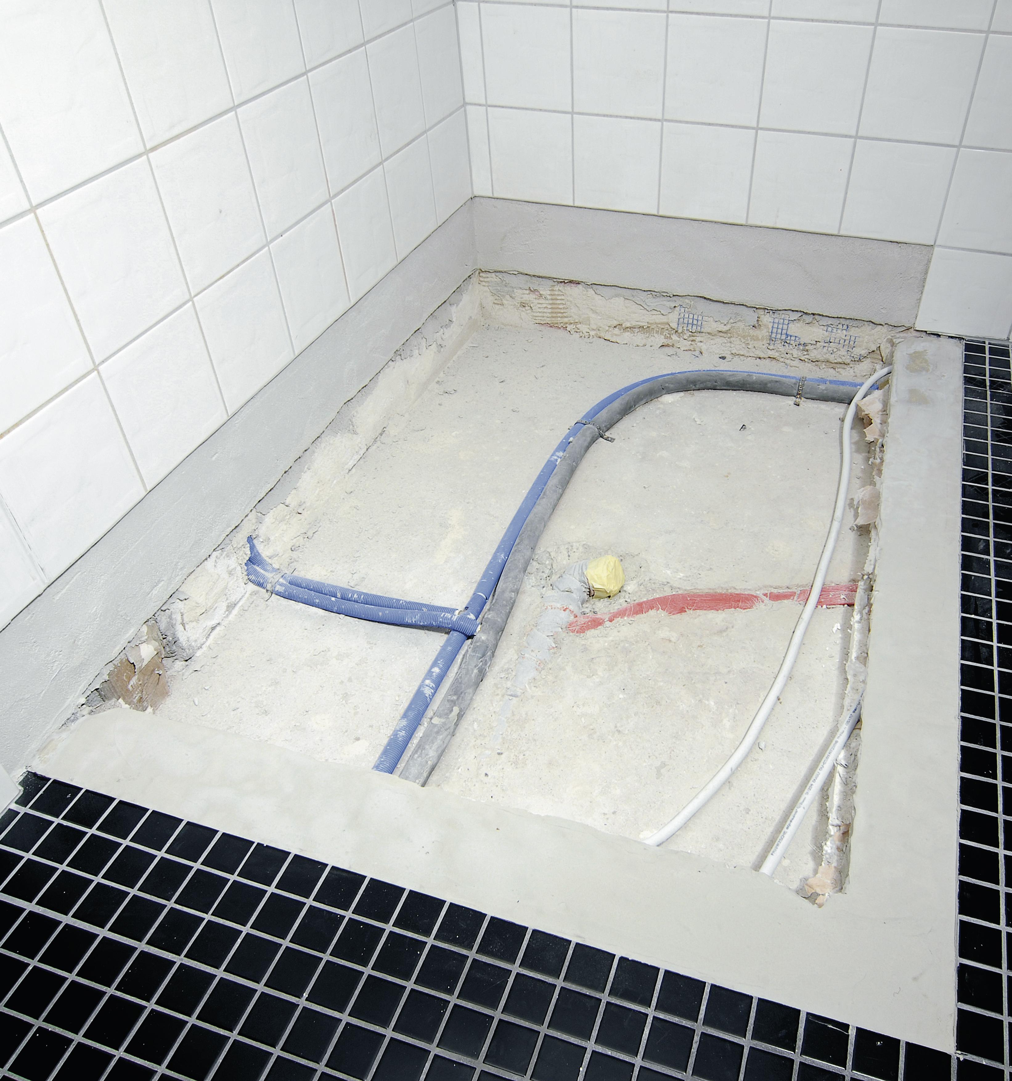 kaldewei einfach und schnell geflieste duschbereiche lassen sich mit emaillierten duschfl chen. Black Bedroom Furniture Sets. Home Design Ideas