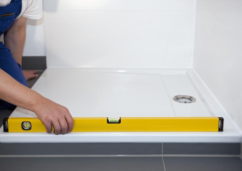 Dusche Armaturen Einbauen : _Dusche_einbauen_die_wichtigsten_Fragen_an_Installateur_Einbau_Dusche